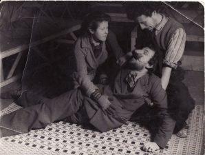 M. Servanteso (M. de Cervantes Saavedra) pjesės repeticija: ? Parker, Juozas Miltinis, Žanas Lui Baro (Jean Louis Barrault). Paryžius, 1935 m. PAVB FJM-863/1