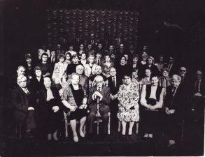 Režisierius su teatro kolektyvu. Apie 1989–1992 m. PAVB FJM-1017/2