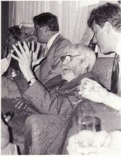 Juozas Miltinis švenčia 85-erių metų jubiliejų. 1992 09 03. Fotogr. Juozo Slivinsko. PAVB FJM-1013/9