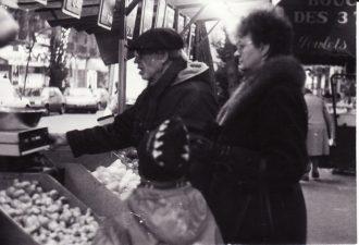 Paryžiuje (Paris), su Leonu Blėdžiu ir Nijole Blėdiene. 1992 m. PAVB FJM-1018/14