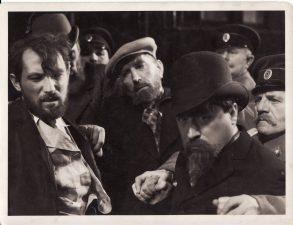 """Juozas Miltinis (kairėje) prancūzų filme """"Caro tarnyboje"""", rež. Pjeras Bijonas (""""Au service du tsar"""", Pierre Billon). 1935 m. PAVB FJM-1022/2"""