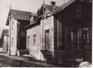Teatro gatvės namas Nr. 4, kuriame gyveno Panevėžio dramos teatro aktoriai ir režisierius Juozas Miltinis. Apie 1950 m. PAVB FJM-866/1