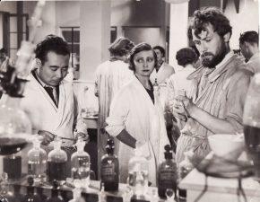 """Juozas Miltinis (dešinėje) ir Madlen Reno (Madeleine Renaud) filme """"Helena"""", rež. Žanas Benua–Lėvy, Mari Epstein (""""Hélène"""", Jean Benoît–Lévy, Marie Epstein). 1936 m. PAVB FJM-1022/1"""