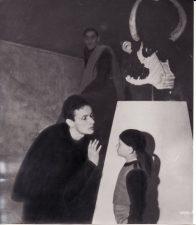 """Žanas Lui Baro (Jean Louis Barrault), Juozo Miltinio Augustinų mansardos Paryžiuje bičiulis, išsiskirdamas 1936 m. ant nuotraukos užrašė: """"Geriausiam savo bičiuliui Miltiniui gražiausius drauge praleistus palėpėje metus prisiminti; tikintis greitai pasimatyti Lietuvoje."""" PAVB FJM-1010/3"""