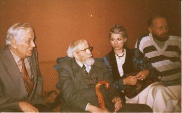 Juozas Miltinis su savo mokiniais Kazimieru Vitkumi, Asta Preidyte ir Jonu Garliausku. PAVB FJM-1013/42