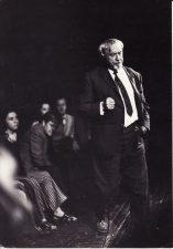 Juozas Miltinis su aktoriais repeticijoje. Iš kairės: Lilija Stepankaitė, Donatas Banionis, Gintautas Medžiavepris, Juozas Miltinis. Apie 1974 m. Fotogr. Edvardo Koriznos. PAVB FJM-1013/8