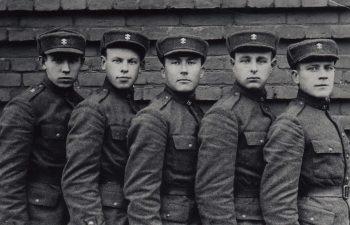 Lietuvos kariuomenės pėstininkai. Juozas Miltinis – pirmas iš kairės. Apie 1928–1929 m. PAVB FJM-1013/38