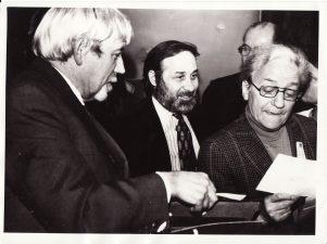 Juozas Miltinis (kairėje) ir Žanas Merkiuras (Jean Mercure) (dešinėje) Panevėžyje. 1974 m. PAVB FJM- 1021/1