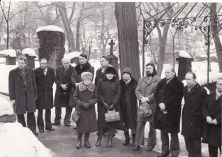 Prie Juozo Banaičio kapo Vilniaus Rasų kapinėse su Kultūros ministerijos darbuotojais, minint J. Banaičio 70 metų jubiliejų. Juozas Miltinis – trečias iš kairės. 1978 m. kovo 1 d. PAVB FJM-1013/47