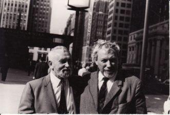 Juozas Miltinis (dešinėje) su jaunystės laikų bičiuliu Vytautu Kazimieru Jonynu Niujorke (New York). 1968 m. PAVB FJM-1013/45