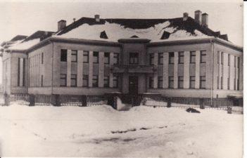 """Aktoriai iš pradžių buvo apgyvendinti Rambyno viešbutyje, o vėliau (po 1941 01 15) iškelti į buvusį vienuolyną. Ir laikėsi """"vienuoliškų prisakymų"""". 1941 m. Fotogr. Kazimiero Vitkaus. PAVB FKV-284/8"""