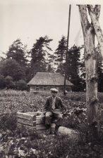 Juozas Miltinis 1933 m. vasarą Lietuvoje (Akmenės r.), grįžęs atostogų iš Paryžiaus. PAVB FJM-860/1