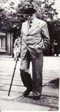 Juozas Miltinis Lenino (dabar Laisvės) aikštėje, Panevėžyje. 1985 m. liepos 28 d. Fotogr. St. Vaikelio. PAVB FJM-1015/26