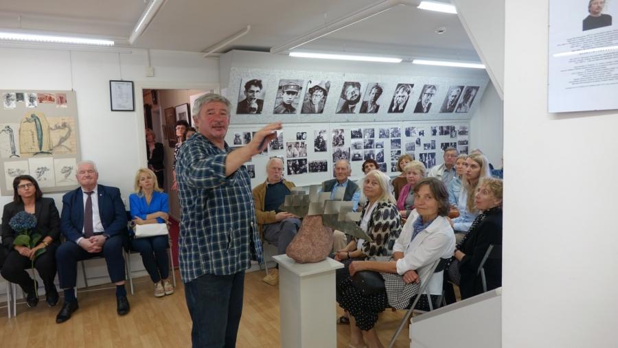 """Juozo Šlivinsko skulptūrų ir eskizų parodos """"Kelionė minčių"""" atidarymas Juozo Miltinio palikimo studijų centre"""