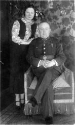 1. 1941 m. birželio sukilimo Panevėžyje vadovas pulkininkas leitenantas Antanas Stapulionis su žmona.Nuotrauka iš privačios kolekcijos