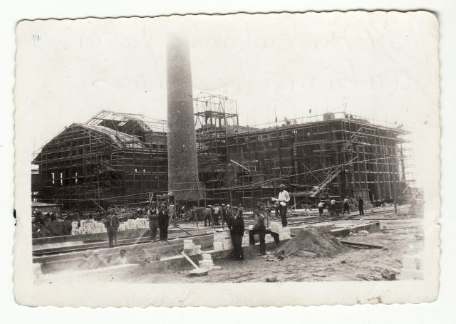 1. Panevėžio cukraus fabriko statyba. 1940 m. Nuotrauka iš Panevėžio kraštotyros muziejaus rinkinio
