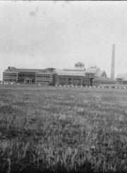 Panevėžio cukraus fabriko statyba. 1940 m. Nuotrauka iš Panevėžio kraštotyros muziejaus rinkinio
