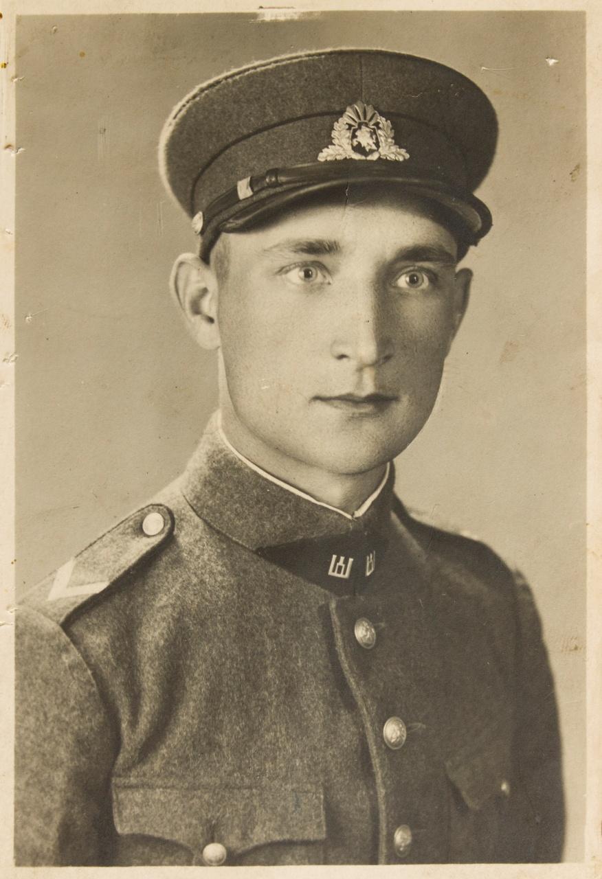 Lietuvos kariuomenės kareivis Jonas Laucė. 1939 m. Nuotrauka iš Lietuvos liaudies buities muziejaus fondų