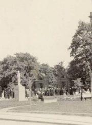 2. Šv. Aloyzo paminklas prieškaryje. Iš www.epaveldas.lt.