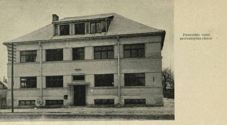 """1. Panevėžio valsčiaus pastatas. Nuotrauka iš leidinio """"Panevėžio apskrities savivaldybė 1918–1938 m."""""""