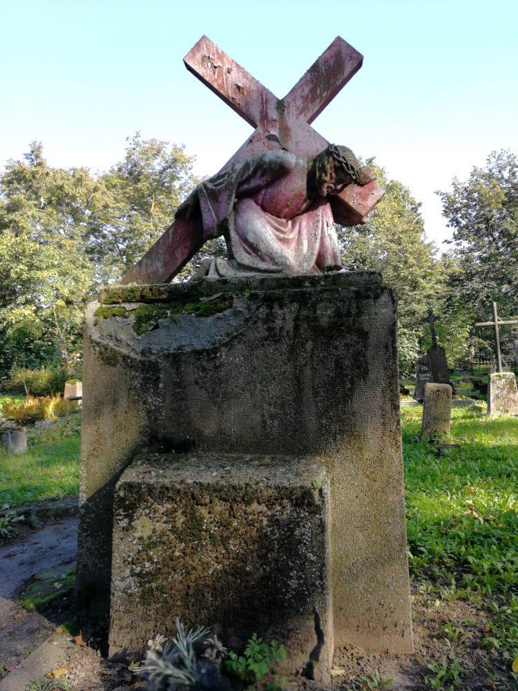 """Antkapinis paminklas """"Kristus, nešantis kryžių"""". Astos Rimkūnienės nuotrauka"""