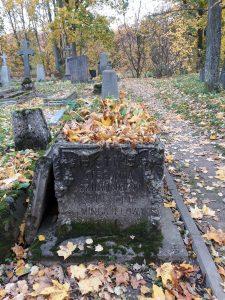 Stefanijos Šukšinos-Mingaylovos ir Onos Daugelienės sarkofagas. Astos Rimkūnienės nuotrauka