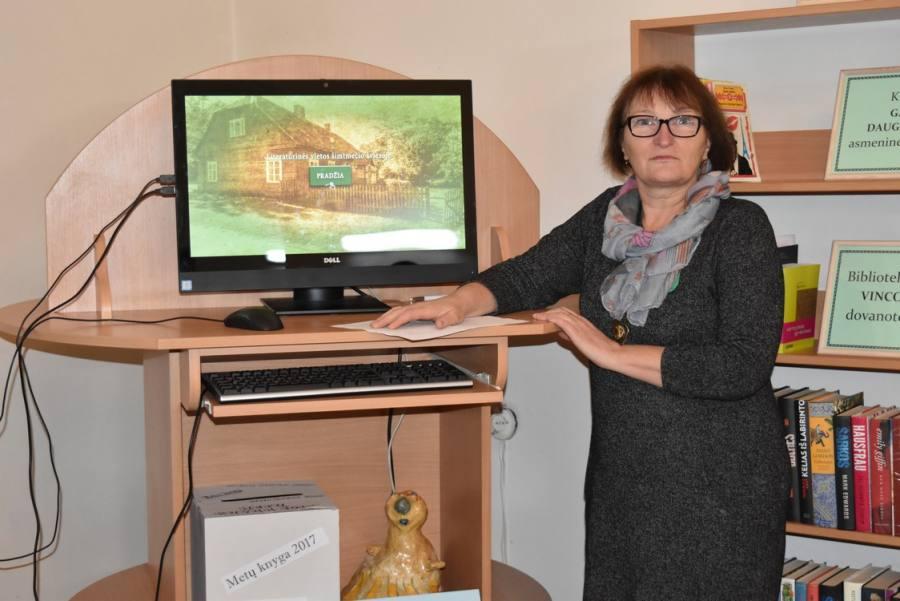 Edukacinis-informacinis terminalas Biržų r. savivaldybės Jurgio Bielinio viešojoje bibliotekoje ir projekto vadovė Laima Ramutėnienė
