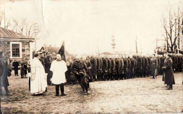 Ketvirtojo pėstininkų Lietuvos karaliaus Mindaugo pulko vėliavos šventinimo iškilmės Nepriklausomybės aikštėje Panevėžyje. XX a. 3 deš. PKM GEK 17502