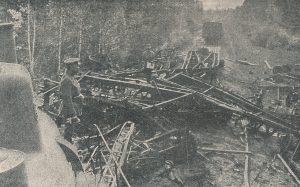 Bolševikų traukinys, sudaužytas mūsų lakūnų 9 km nuo Panevėžio. 1919 m. Nuotrauka iš: Savanoris, 1918–1920. Kaunas, 1929, p. 111