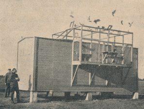 Naujai pastatyta karvelidė Ketvirtojo pėstininkų pulko pašto karveliams. A. Patamsio nuotrauka iš: Karys. 1931, nr. 47, p. 954