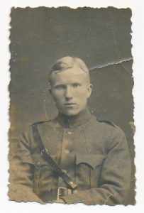 Kazys Mikeliūnas Panemunėje. 1920 m. Nuotrauka iš S. Mikeliūnienės asmeninio archyvo