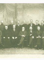 """2. Lietuvos Taryba. K. S. Šaulys sėdi trečias iš dešinės. 1917 m. rugpjūčio 25 d. Nuotrauka iš knygos """"Prelatas Kazimieras Steponas Šaulys"""""""