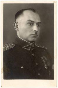 Majoras, Ketvirtojo pėstininkų Lietuvos karaliaus Mindaugo pulko būrio vadas Vytautas Sergijus Mikalauskas. Panevėžys. Apie 1936–1937 m. PAVB F8-466
