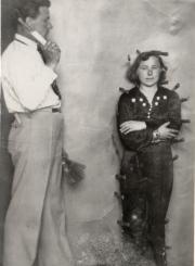 2.Aldona ir Petras Taručiai pasirodymo su peiliais metu. Nuotrauka iš privačios kolekcijos