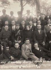 2. Krekenavos šaulių būrys. Antroje eilėje ketvirtas iš kairės sėdi savanoris Antanas Sereika. 1927 m. Nuotrauka iš privačios kolekcijos