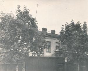 Šiame name 1973–1980 m. gyveno Stasio Šneiderio šeima. Daugpilis, Orlovskio g. 39. Panevėžio apskrities G. Petkevičaitės-Bitės viešoji biblioteka, Stasio Šneiderio rankraščių fondas F51