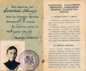 Panevėžio valstybinės berniukų gimnazijos moksleivio Stasio Šneiderio pažymėjimas. Panevėžys. [1937 m.]. Iš Jūratės Šneiderytės-Degutienės asmeninio archyvo