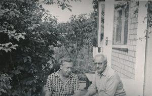 Stasys Šneideris su sesers Juzefos vyru Broniumi Antanaičiu. Vilnius. Apie 1974–1975 m. PAVB F51-70