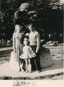 Stasys Šneideris su žmona Janina ir dukra Jūrate Palangoje, laikinai grįžę į Lietuvą. 1961 m. PAVB F51