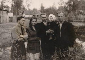 Lietuviai tremtiniai Ust Omčiuge. Kairėje – Stasys Šneideris, dešinėje – Kazys Vaitulevičius. Apie 1954 m. Nuotrauka iš Jūratės Šneiderytės asmeninio archyvo