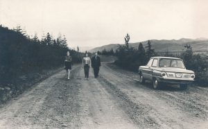Stasys Šneideris su dukra Jūrate ir jos drauge. Ust Omčiugas (Tenkos r., Magadano sr.). 1973 m. PAVB F51-67