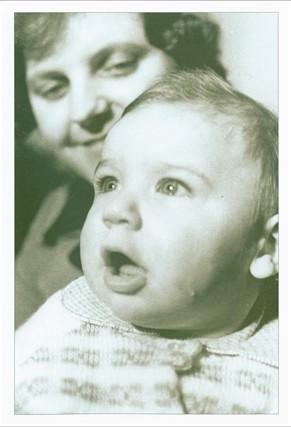 """100 000-asis panevėžietis. Nuotrauka iš A. Gylio fotoalbumo """"Panevėžys ir panevėžiečiai"""" (2003)"""