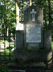 2.Petraškevičių šeimos kapas Šv. Apaštalų Petro ir Povilo parapijos kapinėse. E. Markuckytės nuotrauka. 2008 m.