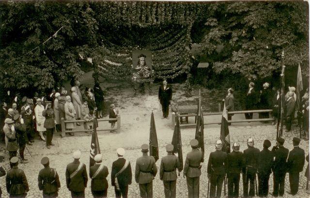 """1. Vytauto Didžiojo minėjimo iškilmės prie """"Vilniaus"""" medžio Panevėžyje. 1930 m."""