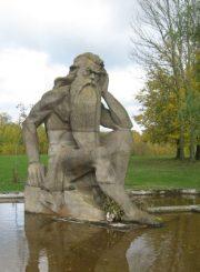 """3. """"Nevėžio"""" skulptūra, 1979 m. pastatyta prie Panevėžio miesto nuotekų valyklos Papušių kaime. L. Kaziukonio nuotrauka"""