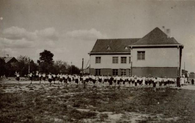 1. Pradinė mokykla Nr. 1 Danutės gatvėje, pastatyta 1938 m. Nuotrauka iš privačios kolekcijos