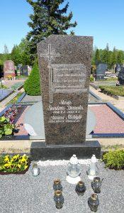 Stasio Šneiderio-Diemedžio (1918.05.03–1987.05.05) ir jo žmonos Janinos Steiblytės (1924.12.03–2001.11.10) kapavietė Šilaičių kapinėse (Panevėžio r.). Fotogr. S. Marcinkevičienės. 2018 m.