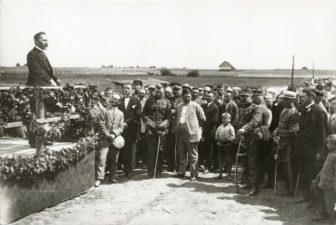 17. Tilto per Mūšą atidarymo metu kalba LR prezidentas Antanas Smetona. Pasvalys, 1928 08 10. Fotogr. P. Ločeris
