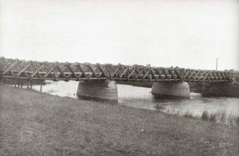 1. Senasis tiltas per Mūšą, kurio vietoje 1928 m. buvo pastatytas naujasis tiltas. Pasvalys, 1927 m.