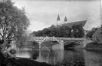 2. Pasvalio bažnyčia ir tiltas per Lėvenį. 1927 m.